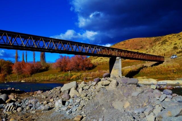 Actual pasarela peatonal sobre río Curi Leuvú